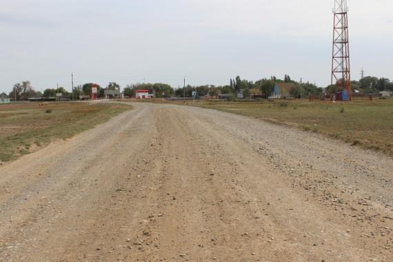 Астраханскому губернатору жалуются на разбитые дороги