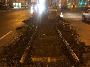 В Астрахани ночью демонтируют трамвайные рельсы