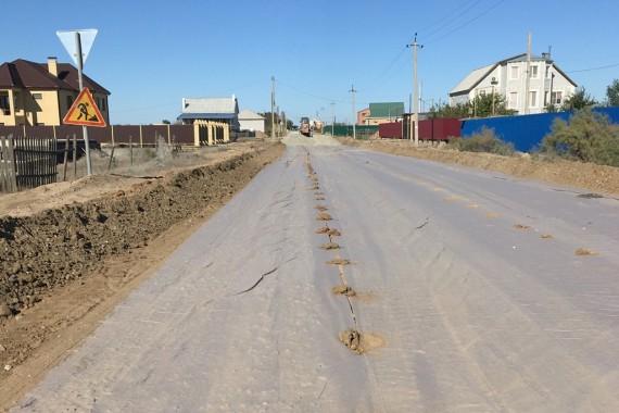 Жители астраханского села видят обновление дороги