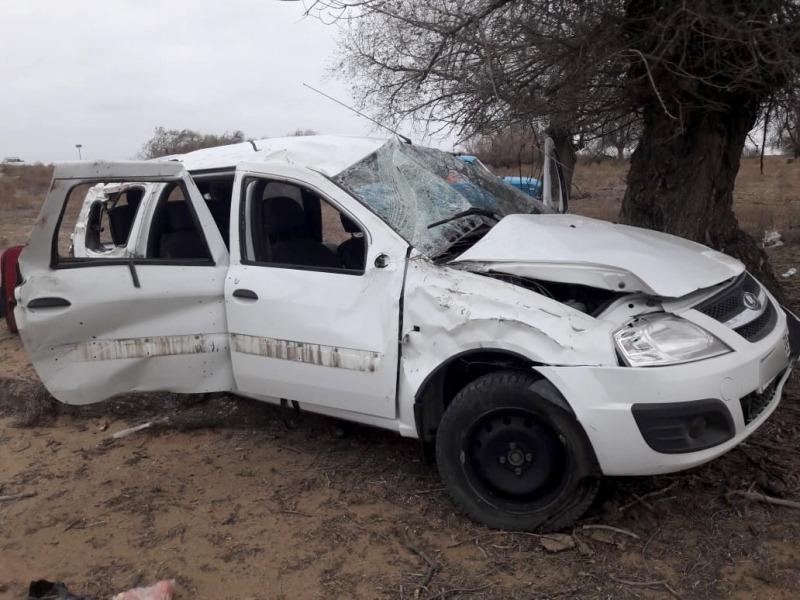 Под Астраханью опрокинулась машина с четырьмя пассажирами