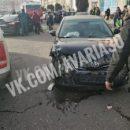 В Астрахани на парковке торгового центра столкнулись пять автомобилей
