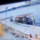 В Астрахани под суд пойдет влюбленная парочка, укравшая часть ограждения на набережной