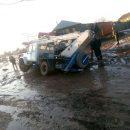 В астраханском селе большегруз утонул в луже на дороге