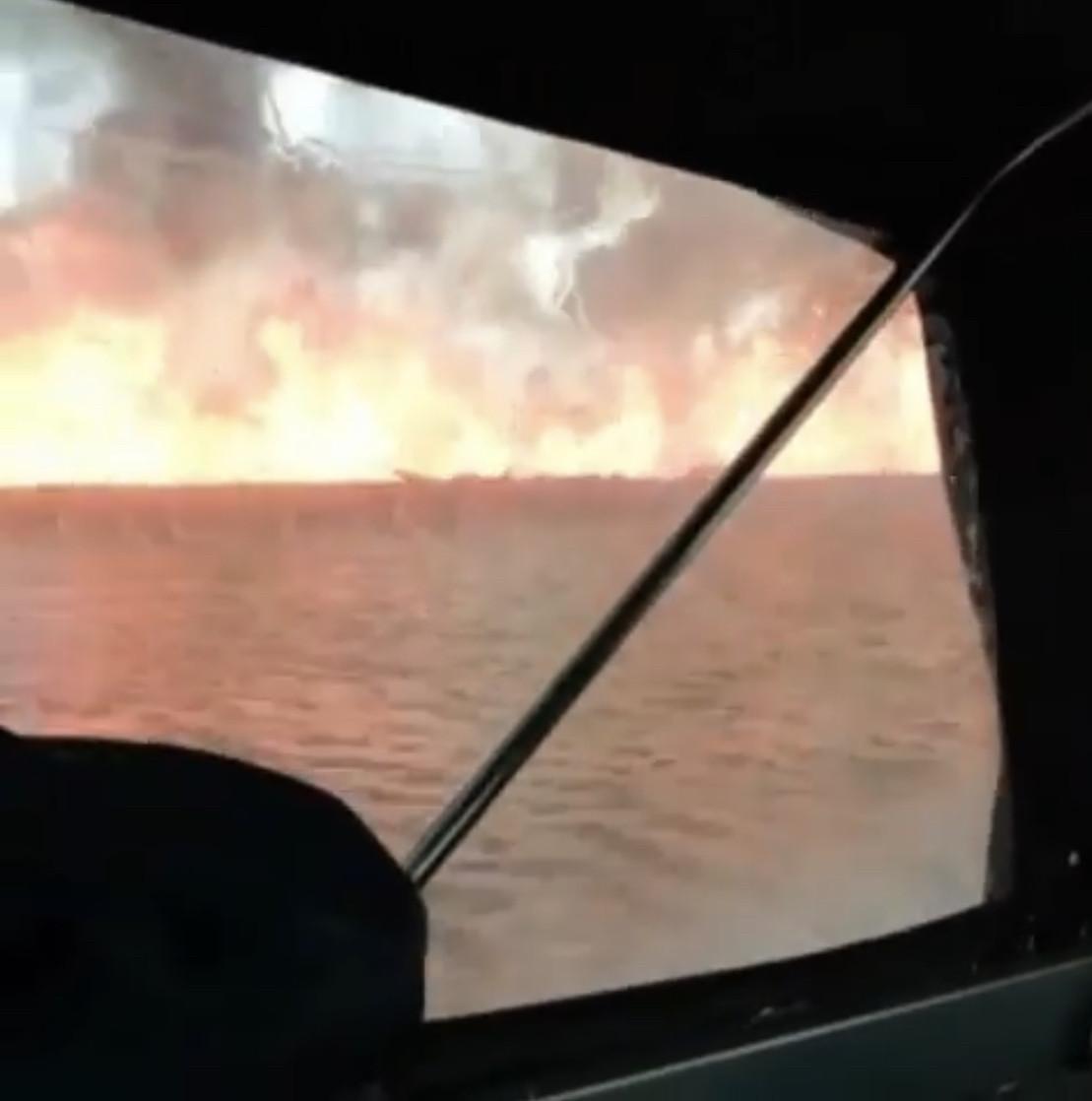 Астраханцы делятся видео масштабного пожара в дельте Волги