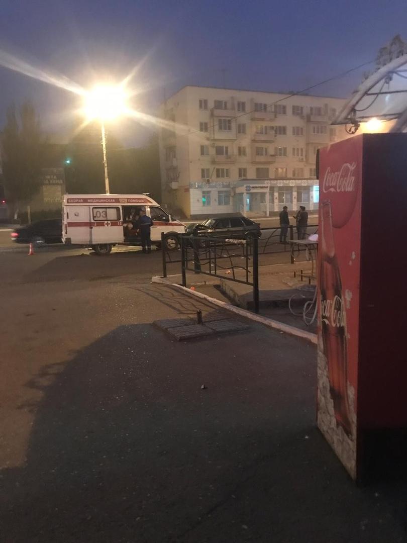 Легковая машина врезалась в «скорую» в Астрахани