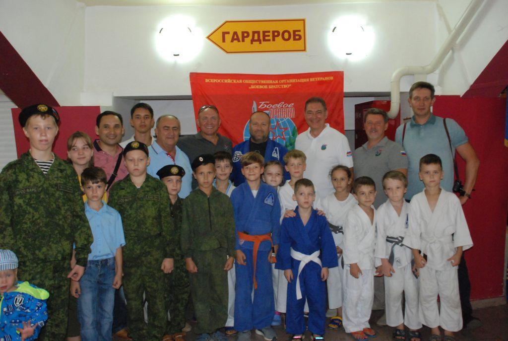 «Боевое братство» в Астрахани сводило детей в цирк