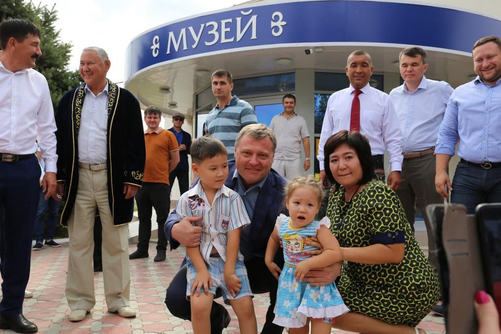 В астраханском селе Алтынжар проходит областной праздник «Жолдастык-той»