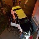 Ночью в центре Астрахани автомобиль пытался протаранить дом
