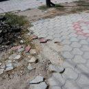 В Астрахани хулиган ворует плитку возле театра