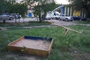 В Астрахани ребенок инспектирует детские площадки