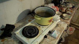 В Астрахани бойцы спецотряда «Гром» задержали хозяина наркопритона