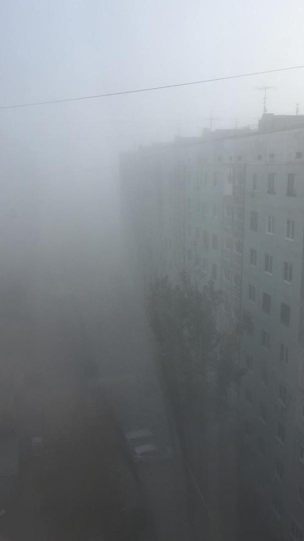 Астрахань накрыл туман и дым природного пожара