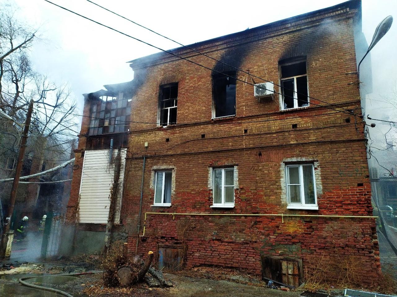 Астраханский губернатор выразил соболезнования родным погибшего на пожаре в центре города