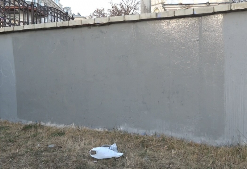 На астраханского студента, рисующего граффити на набережной, завели уголовное дело