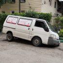 Микроавтобус провалился под асфальт в Астрахани