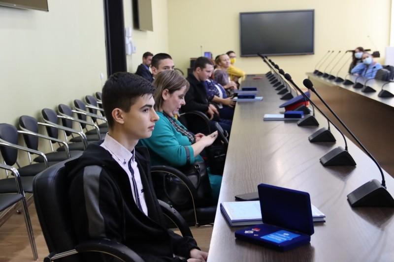 В Астрахани наградили детей-героев