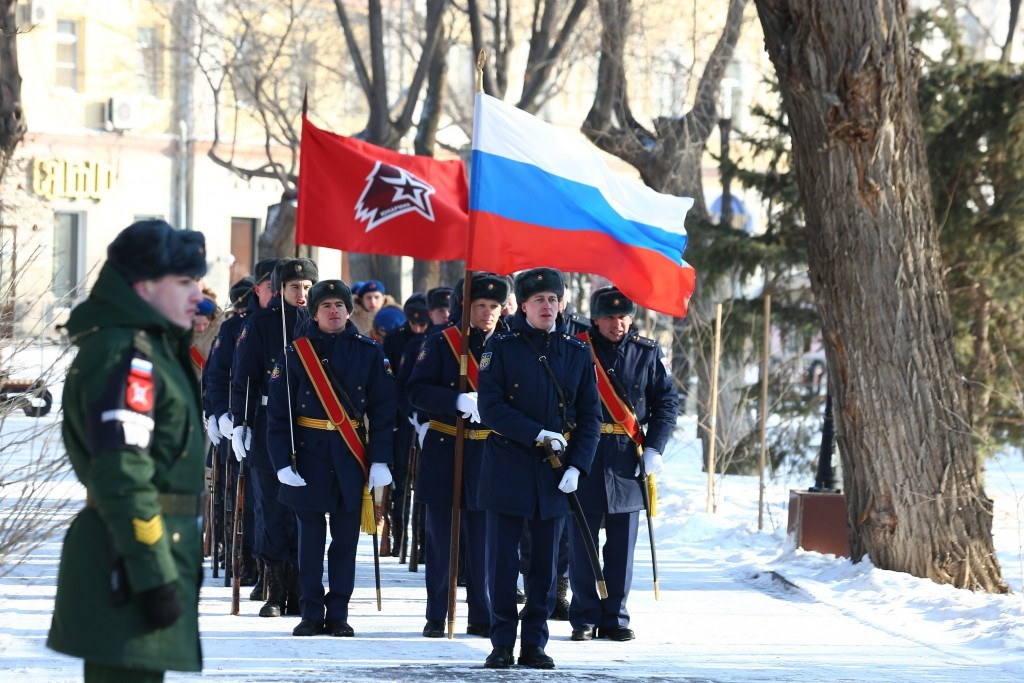 Астраханский губернатор возложил венки к Вечному огню в Братском саду